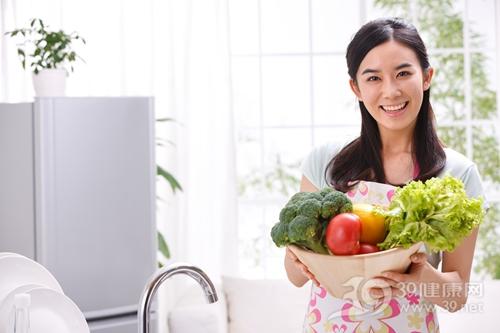 青年 女 蔬菜 西兰花 西红柿 厨房 烹饪 煮食_16190552_xxl