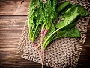 男人吃菠菜 可防心血管病