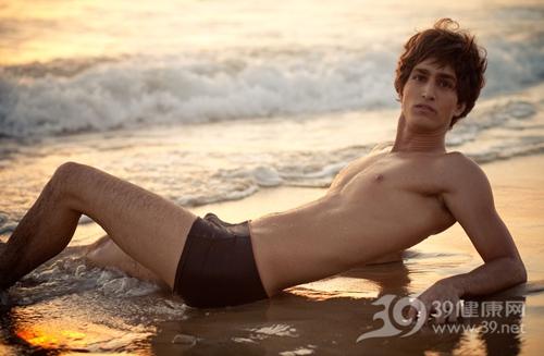 青年 男 胸肌 肌肉 身材 沙滩_5274463_xxl