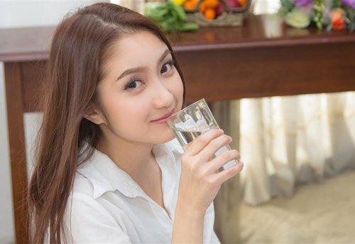 孩子 女 喝水 水杯 开水_4811912_xl
