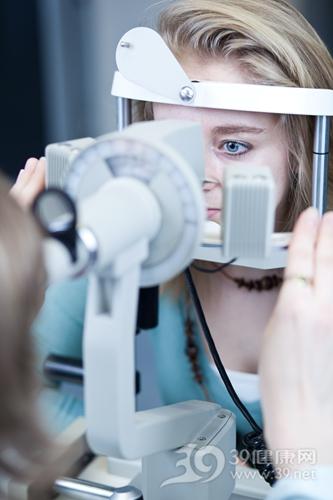 青年 女 视力检查 近视 眼科_9906981_xxl