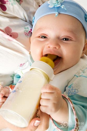 婴幼儿 喂奶 喝奶 奶瓶 牛奶_8826552_xxl
