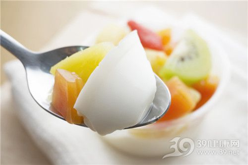 儿童夏季饮食需注意不宜多吃果冻!