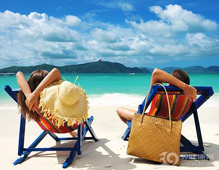 度假-旅游-沙滩-夏天-海洋-情侣-躺椅-太阳_13144693_xxl