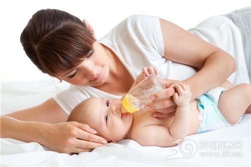 青年 女 母亲 婴儿 喝水 喂食_13944564_xxl