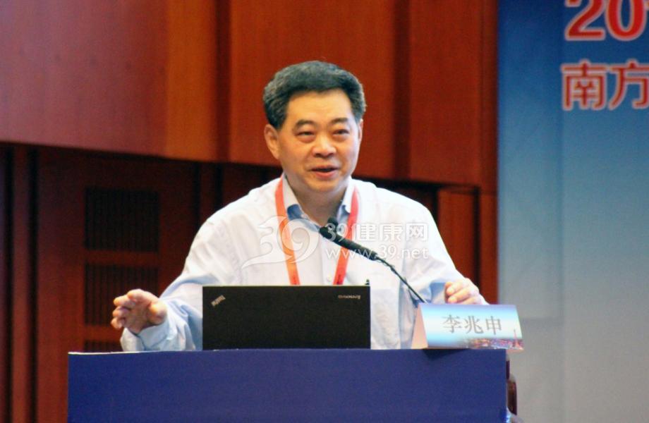 中华医学会消化内镜学分会主任委员李兆申教授在论坛开幕式上致辞