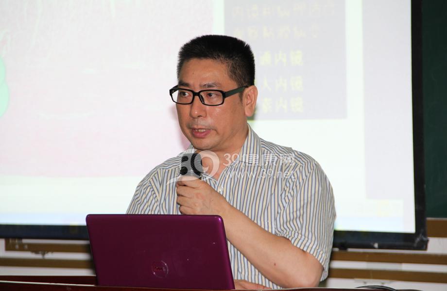 大会执行主席张亚历教授