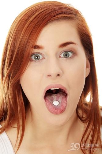青年 女 吃药 药片 舌头_8938322_xxl