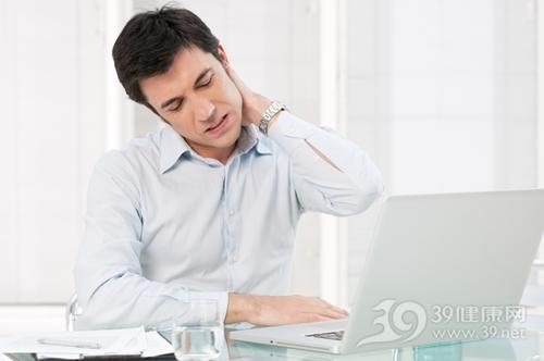 青年 男 疼痛 颈椎 脖子 肩颈 劳损 劳累 电脑 工作_13025697_xxl