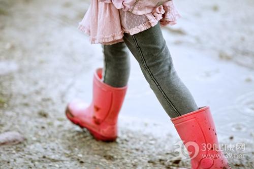 下雨 雨季 雨鞋 雨靴 牛仔裤 紧身裤 走路 步行_19047727_xxl