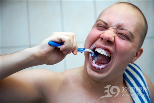 青年 男 刷牙 牙刷_10657720_xxl