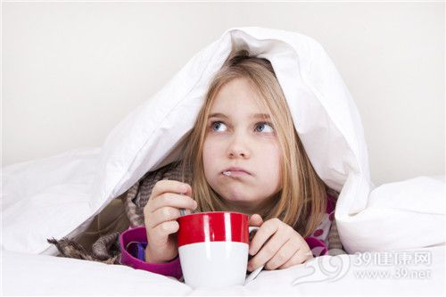 孩子 女 生病 温度计 探热针 杯子 床 被子_25563237_xxl