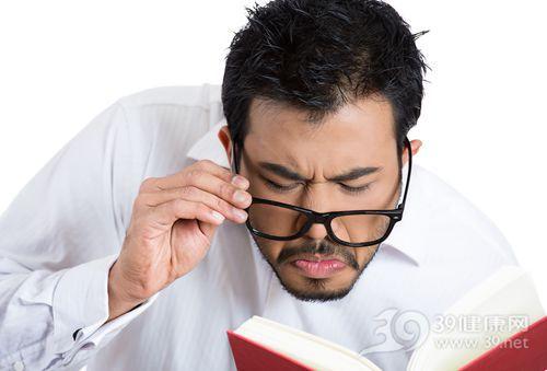 青年 男 眼镜 看书 阅读_26994979_xxl
