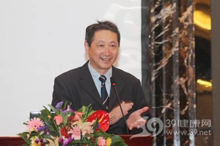 图为南方医科大学珠江医院泌尿外科主任刘春晓教授大会照片