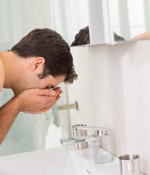 剃须刀刮胡 须后护理不容忽视