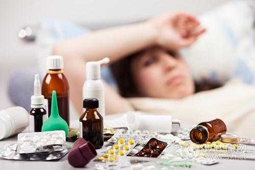 青年 女 生病 吃药 药品 药物 卧床_20903786_xxl