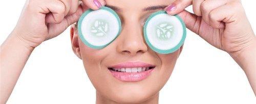 长型眼画法   上眼线顺着眼型从眼头画到眼尾,在靠近眼尾的3~5mm