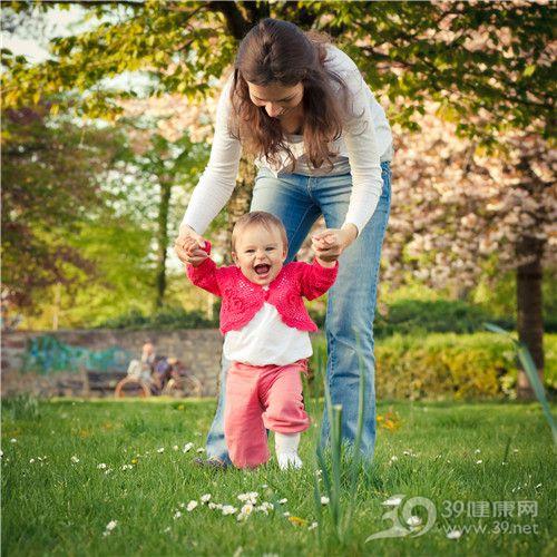 孩子 母亲 亲子 户外 草地 玩乐_9328919_xl