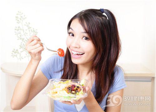 青年 女 吃东西 西红柿 _12528752_xl