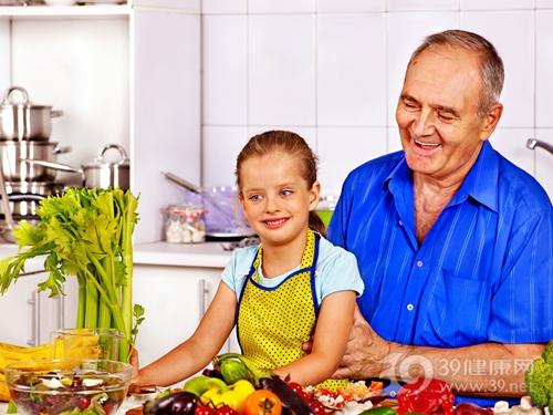 中老年 男 孩子 女 厨房 煮食 烹饪 蔬菜 芹菜_31450593_xxl