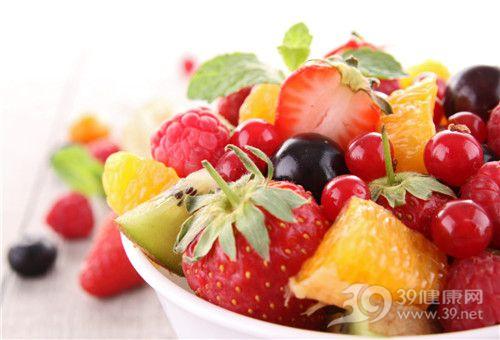 水果 沙拉 草莓 奇异果 橙子 树莓 樱桃