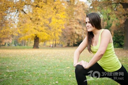 青年 女 运动 健身 热身 跑步 压腿_29872492_xl