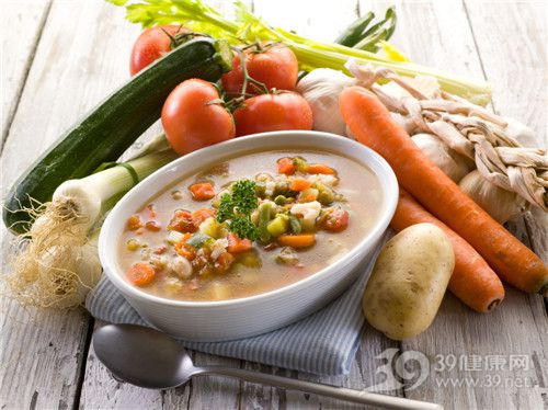 汤 蔬菜汤 西红柿 胡萝卜 土豆 角瓜 芹菜 蒜头 大蒜12794543_xxl