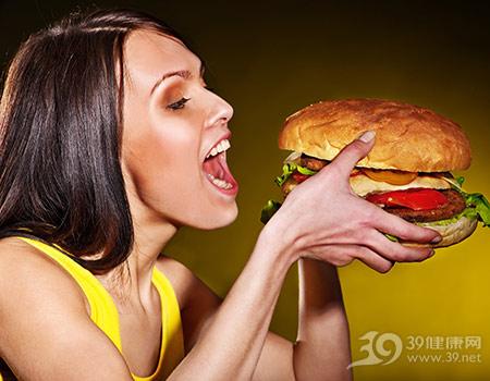 青年-吃-女-汉堡-快餐-暴食_20654492_xxl