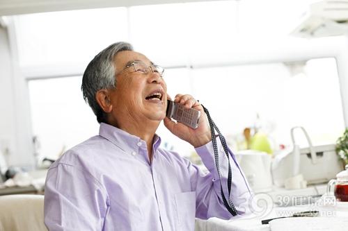 中老年 男 打电话 手机 聊天_18232807_xxl