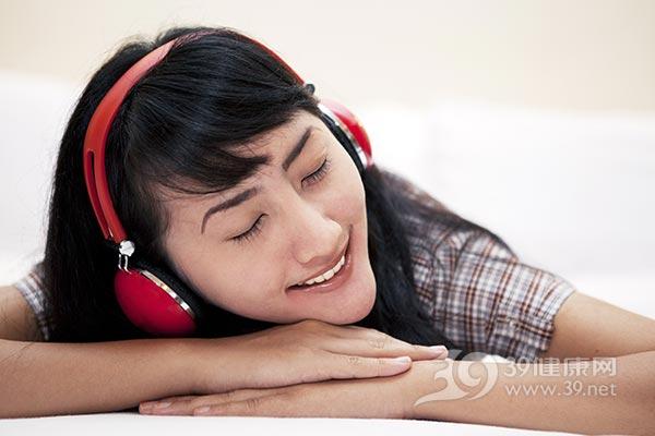 大青年-女-音乐-听音乐-娱乐-唱歌-耳机_14684455_xxl