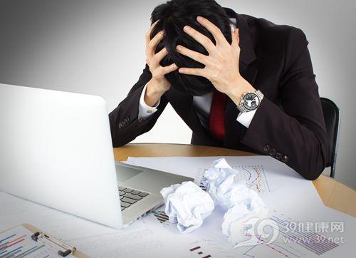 青年 男 商务 工作 办公 电脑 烦恼_15442966_xxl