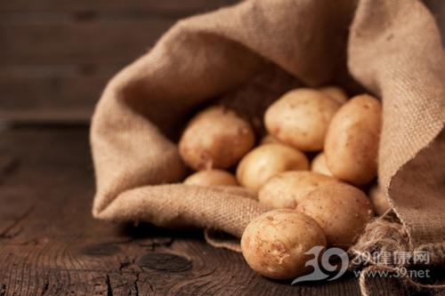 吃土豆别犯3个忌讳会中毒