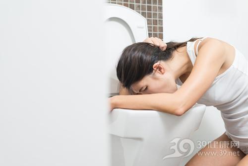 青年 女 呕吐 恶心 洗手间 马桶