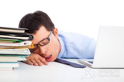 青年 男 商务 办公室 电脑 困 睡觉_25813113_xxl