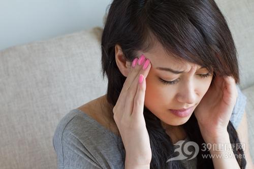 青年 女 头痛 生病 太阳穴_28157674_xxl