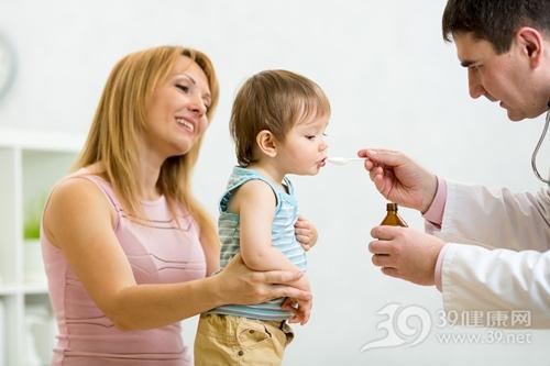 孩子 男 医生 母亲 生病 吃药 药水 药瓶_33122439_xxl