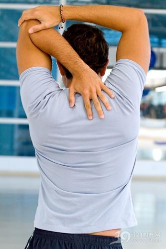 青年 男 运动 健身 伸展 手臂 肩颈 肩膀 手臂_6562503_l
