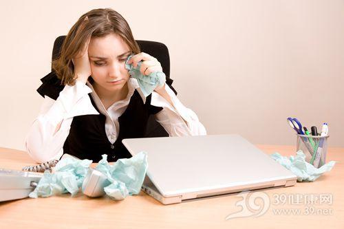 青年 女 工作 哭泣 压力 电脑 眼泪_7957277_xxl