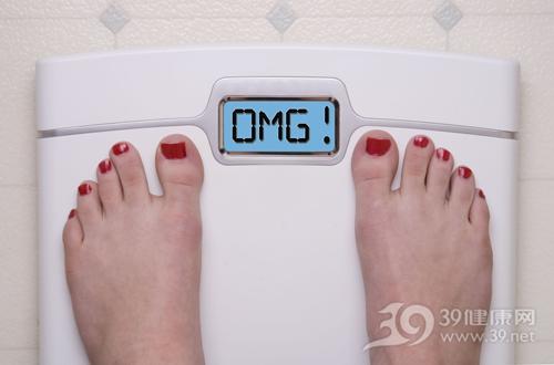 女 超重 肥胖 胖子 体重 体重计 减肥_7717130_xl