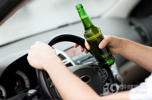 驾驶 开车 喝酒 酒精 酒驾 啤酒 安全_22185021_xxl