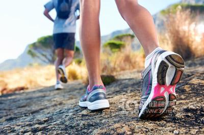 你能通过慢慢走来减肥吗