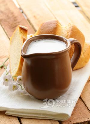睡觉前喝牛奶会让你发胖吗