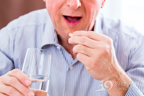 中老年 男 吃药 药片 慢性病_32940686_xxl