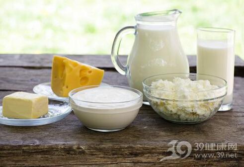 酸奶PK牛奶 孩子补钙该选哪种奶