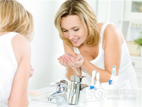 青年 女 洗脸 水龙头 牙刷_10668389_xxl