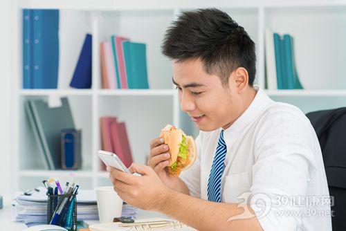 青年 男 午餐 汉堡 办公室 手机_ 18632631_xxl