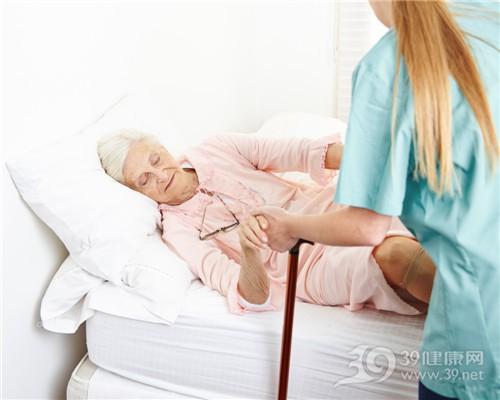 中老年 女 病床 拐杖 护士 搀扶_24908329_xxl