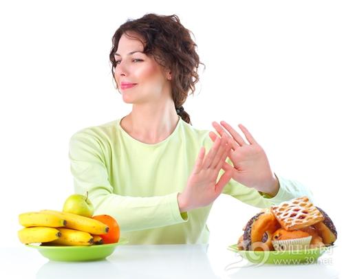 青年 女 健康饮食 拒绝 甜食 甜甜圈 蛋糕 水果 香蕉 苹果 橙子_15353128_xl