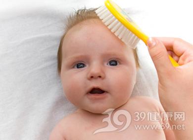孩子掉头发是怎么回事?儿童脱发原因全解析