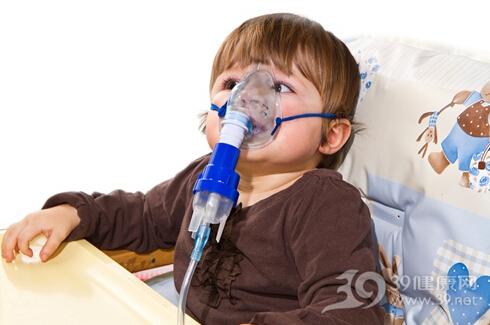 1岁女童被误喂煤油呼吸衰竭 幼儿误服危险品该怎么办?